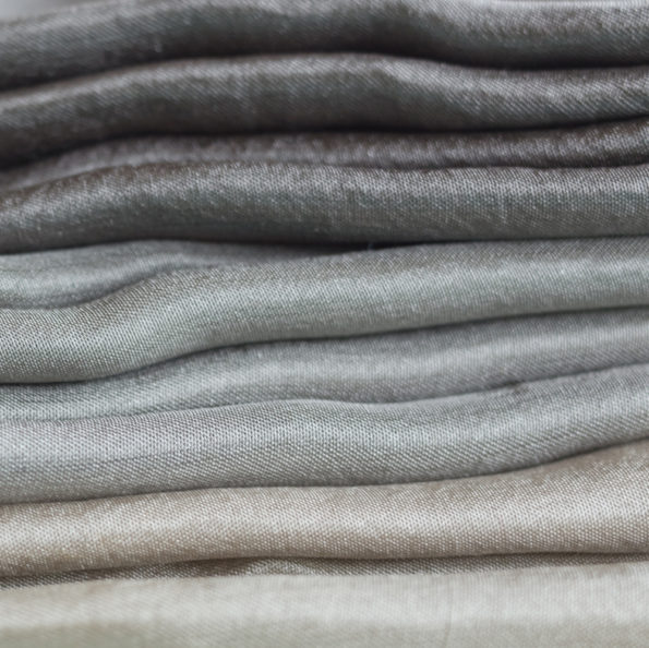 foulard-soie-teinture-naturelle-ensemble-couleurs-gris