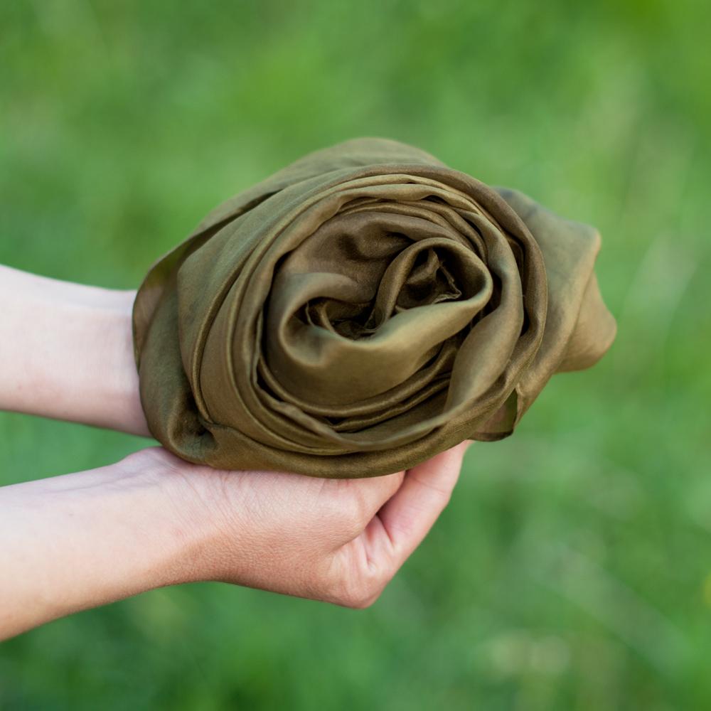 Foulard soie teinture naturelle gaude reseda fer 11 c pelure d 39 0ignon - Teinture tissus naturelle ...