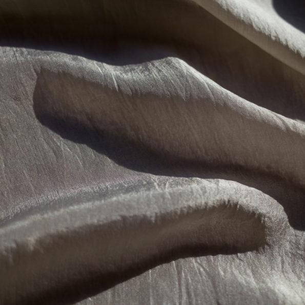 foulard-soie-teinture-naturelle-gris-clair-noix-de-galle