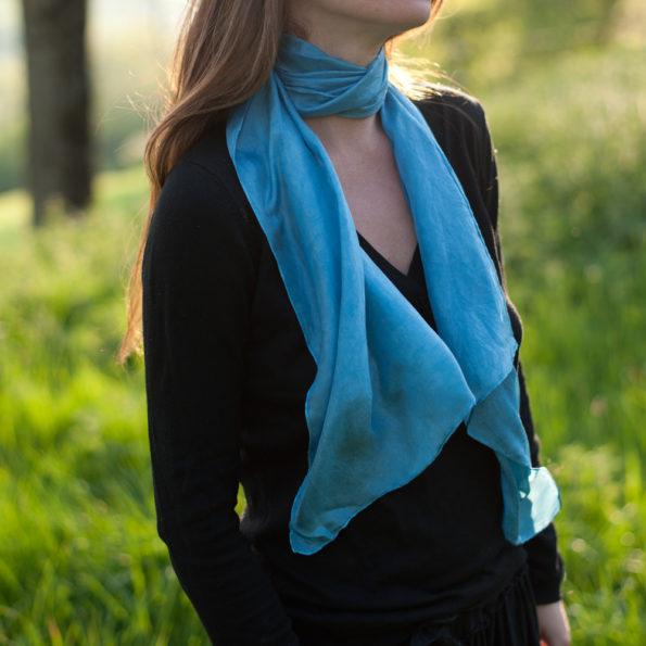foulard en soie bleu teinture naturelle de pastel des teinturiers. Black Bedroom Furniture Sets. Home Design Ideas