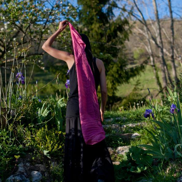 foulard-soie-teinture-naturelle-rose-cochenille