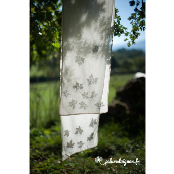 Foulard Géranium sauvage | Empreintes végétales, voile de coton bio.